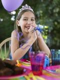 Портрет девушки на вечеринке по случаю дня рождения Стоковое фото RF