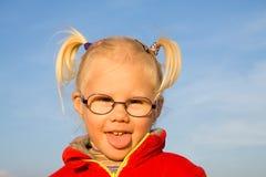 Портрет девушки на поле Стоковые Изображения