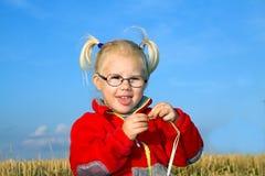 Портрет девушки на поле Стоковое Изображение RF