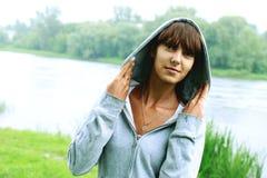 Портрет девушки на предпосылке природы Стоковые Фото