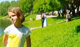 Портрет девушки на предпосылке фотосессии свадьбы Стоковое Изображение RF