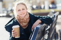 Портрет девушки на стенде Стоковая Фотография