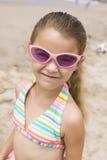 Портрет девушки на усмехаться пляжа Стоковая Фотография