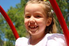 Портрет девушки отбрасывая на качании Стоковое Фото