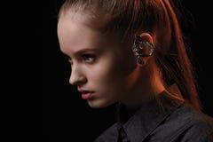 Портрет девушки очарования моды красоты над черной предпосылкой Стоковое Фото
