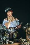 портрет девушки Пар-панка на темной предпосылке Стоковые Изображения