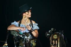 портрет девушки Пар-панка на темной предпосылке Стоковое Изображение RF
