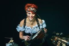 портрет девушки Пар-панка на темной предпосылке Стоковые Фото