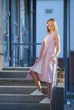 Портрет девушки покупок моды Девушка в солнечных очках Стоковые Изображения