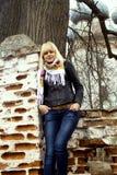 Портрет девушки против городского пейзажа Стоковые Фотографии RF
