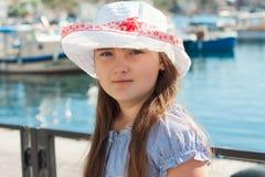 Портрет девушки ребенк на пляже Стоковые Фото