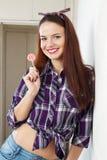 Портрет девушки с леденцом на палочке Стоковые Фотографии RF