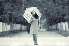 Портрет девушки с зонтиком Стоковое Изображение