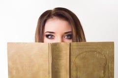 Портрет девушки с книгой Стоковые Фото