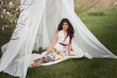 Портрет девушки с красивыми волосами в сочном саде весны, красотой, составом, волосы, Стоковая Фотография RF