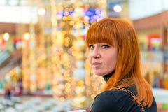 Портрет девушки с красными волосами Стоковое Фото