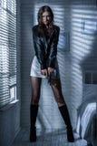 Портрет девушки с оружием Стоковая Фотография