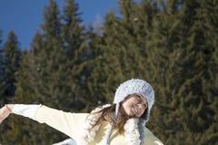 Портрет девушки с серой шляпой в зиме Стоковая Фотография RF