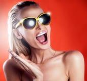 Портрет девушки с солнечными очками Стоковые Фото