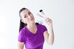 Портрет девушки с щетками для состава Стоковая Фотография