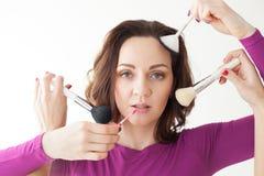 Портрет девушки с щетками для состава Стоковая Фотография RF