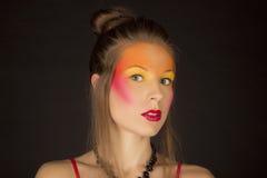 Портрет девушки с ярким творческим составом Стоковые Фото