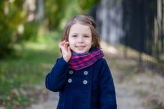 Портрет девушки preschooler в парке осени Стоковые Фото