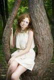 Портрет девушки redhead на природе Стоковые Изображения