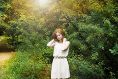 Портрет девушки redhead на природе Стоковое Изображение