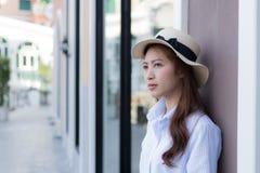 Портрет естественно азиатской женщины стоковые изображения