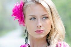 Портрет естественно красивой белокурой женщины Стоковая Фотография