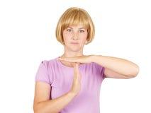 Портрет, детеныш, женщина показывая время вне показывать с isola рук Стоковая Фотография