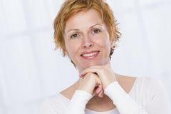 Портрет 40 лет женщины Стоковое Изображение