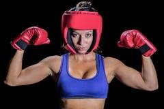 Портрет женского бойца с перчатками и headgear стоковое фото rf