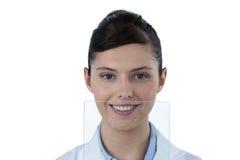 Портрет женского доктора с цифровой таблеткой Стоковые Фотографии RF