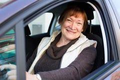Портрет женского старшего водителя в автомобиле Стоковые Изображения RF