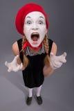 Портрет женской пантомимы в красной голове и с белизной Стоковые Фотографии RF