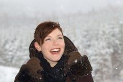 Портрет женщины во время зимы Стоковое Изображение RF