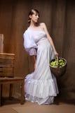 Портрет женщины в белом платье. Профессиональный состав Стоковые Изображения
