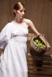 Портрет женщины в белом платье. Профессиональный состав Стоковое Изображение