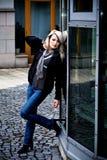 Портрет женщины в городе Стоковая Фотография RF