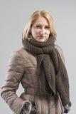 Портрет женщины в одеждах зимы Стоковая Фотография