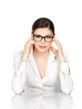 Портрет молодой женщины в стеклах с головной болью Стоковое фото RF