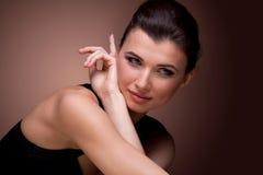 Портрет женщины в черном платье Стоковая Фотография