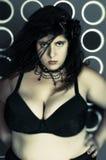 Портрет женщины в черноте Стоковое Изображение