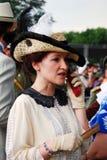 Портрет женщины говоря над мобильным телефоном Стоковые Фотографии RF