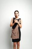 Портрет женщины моды в современном платье Стоковое Изображение