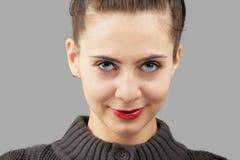 Портрет женщины над серым цветом Стоковые Изображения RF