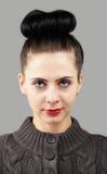 Портрет женщины над серым цветом Стоковая Фотография RF