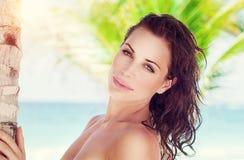 Портрет женщины на пляже Стоковые Фотографии RF